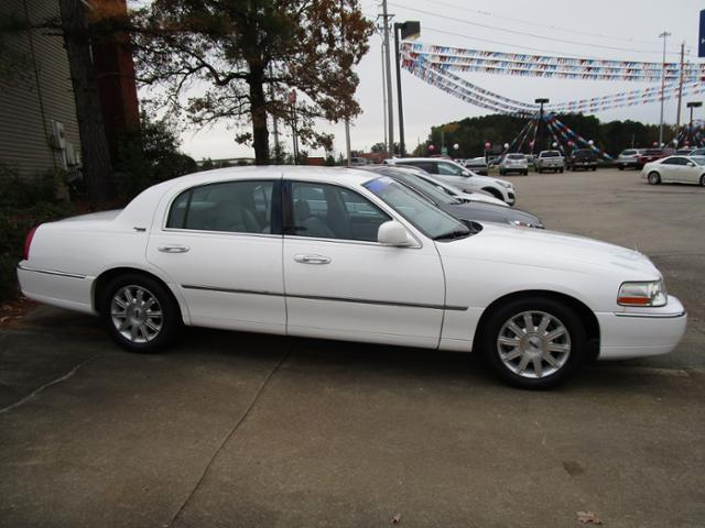 2007 Lincoln Town Car Signature Limited Signature