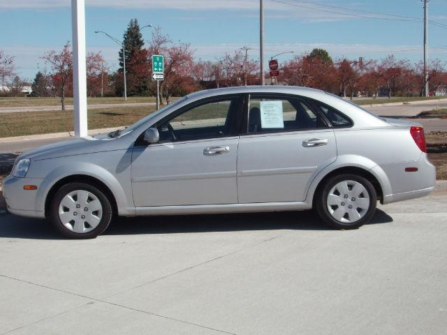 2007 suzuki forenza for sale in urbandale iowa classified. Black Bedroom Furniture Sets. Home Design Ideas