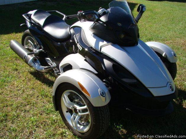 2008 can am spyder sm5 890 miles for sale in milwaukee. Black Bedroom Furniture Sets. Home Design Ideas