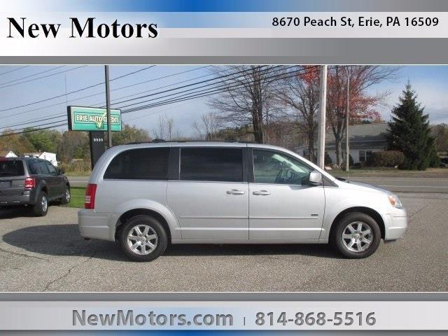 2008 Chrysler Town and Country Touring Touring 4dr