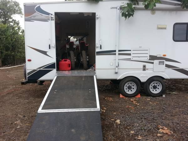 2008 Cougar 5th Wheel Toy Hauler Side Ramp Garage With