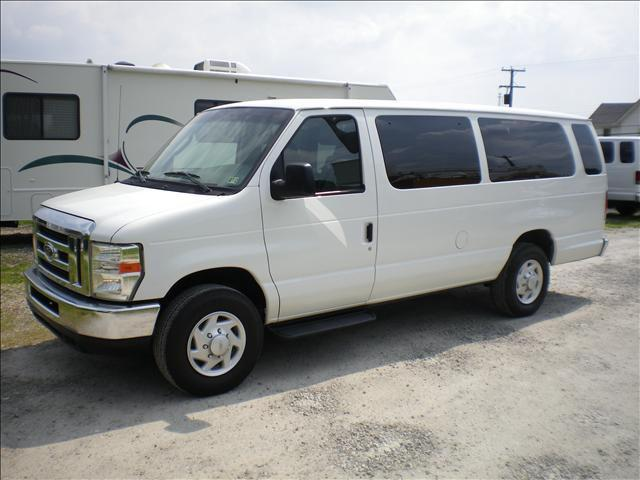 2008 Ford E350 Super Duty XLT Wagon