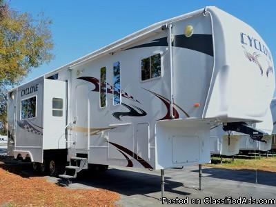 Popular 2008 HEARTLAND CYCLONE 4012 For Sale In Ocala Florida