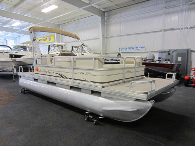 2008 sun tracker 200 party barge with only 91 engine hours for Outboard motors for sale in michigan