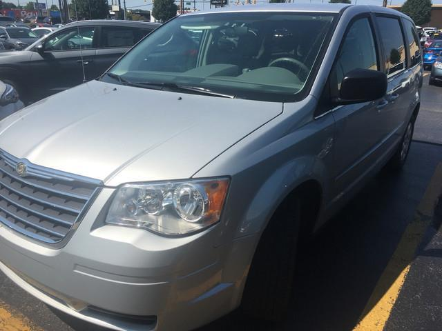2009 Chrysler Town and Country LX LX Mini-Van 4dr