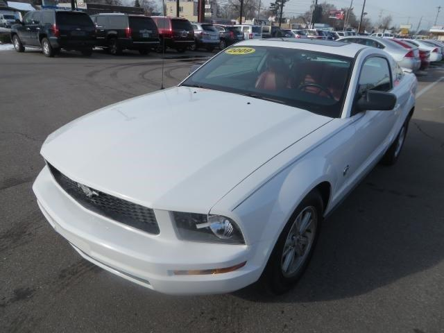 2009 ford mustang v6 deluxe 2dr coupe for sale in wyoming michigan classified. Black Bedroom Furniture Sets. Home Design Ideas