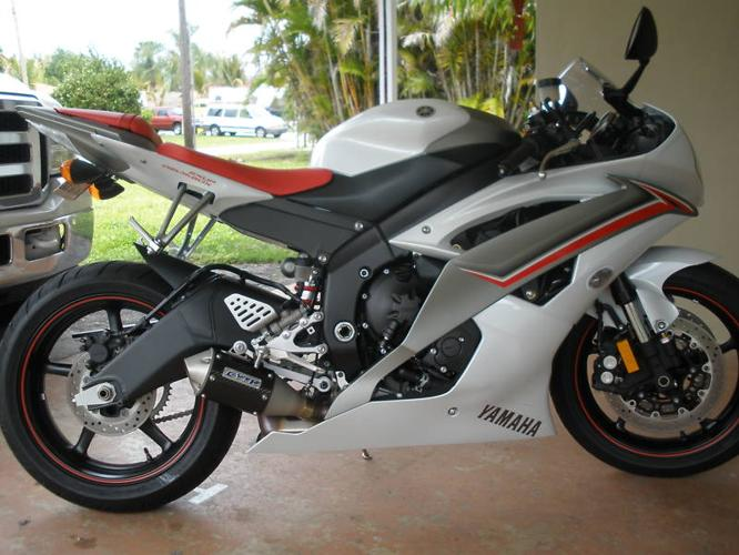 2009 yamaha yzf r6 pearl white perfect cond 1600 miles for sale in san diego california. Black Bedroom Furniture Sets. Home Design Ideas