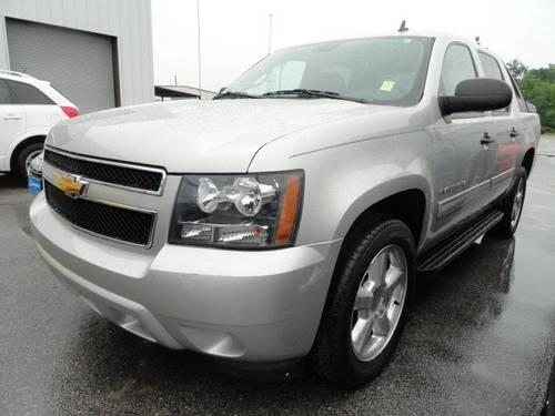 2010 chevrolet avalanche crew cab pickup ls for sale in pensacola florida classified. Black Bedroom Furniture Sets. Home Design Ideas