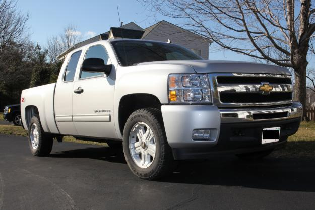2010 Chevy Silverado 1500 4x4 Ext Cab Low miles