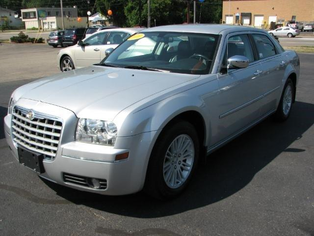 2010 chrysler 300 touring signature series executive series grand rapids mi for sale in wyoming. Black Bedroom Furniture Sets. Home Design Ideas