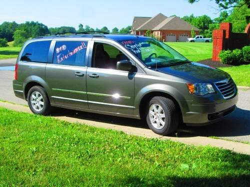 2010 chrysler town country minivan van touring for sale in williamstown kentucky classified. Black Bedroom Furniture Sets. Home Design Ideas