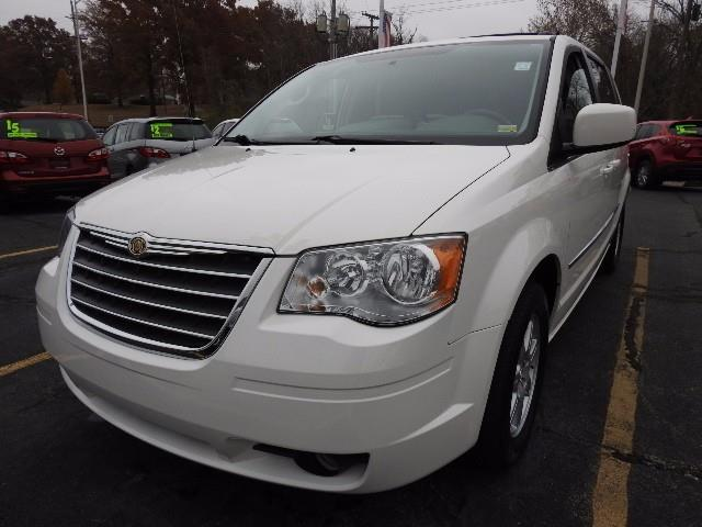 2010 Chrysler Town and Country Touring Touring 4dr