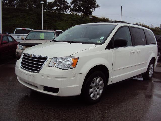 2010 chrysler town country lx for sale in uniontown pennsylvania classified. Black Bedroom Furniture Sets. Home Design Ideas