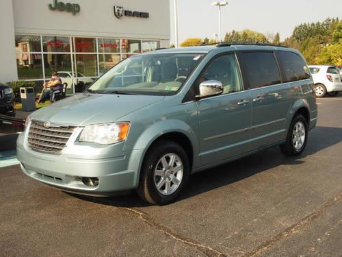 2010 Chrysler Town Amp Country Passenger Van For Sale In