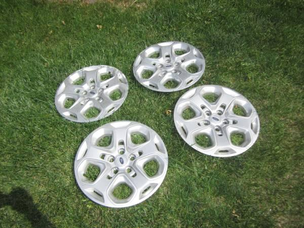 2010 ford fusion hubcaps - $40