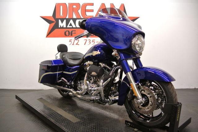 2010 Harley-Davidson FLHXSE - Screamin Eagle CVO Street Glide