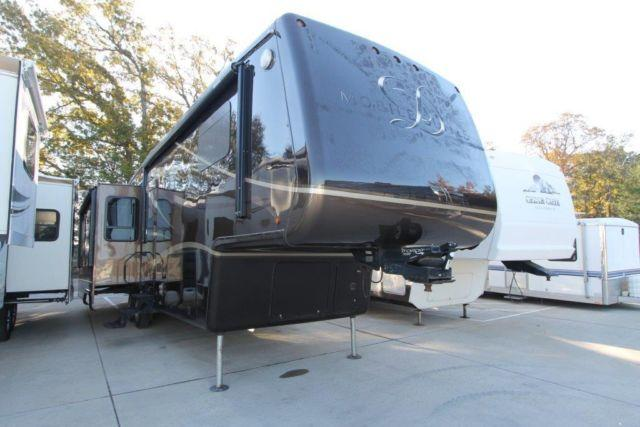 2010 MOBILE SUITES 38RESB3 - PRE OWNED