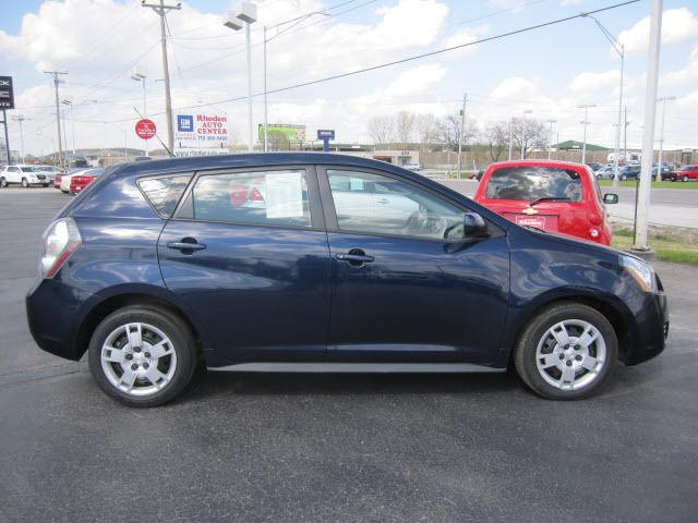 2010 pontiac vibe base for sale in council bluffs iowa classified. Black Bedroom Furniture Sets. Home Design Ideas