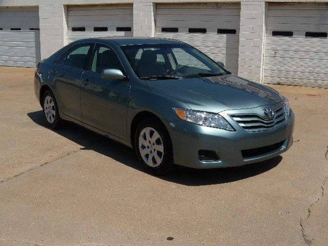 2010 toyota camry le for sale in coffeyville kansas classified. Black Bedroom Furniture Sets. Home Design Ideas