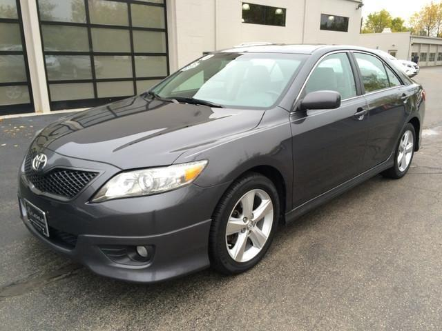 2010 toyota camry sedan se for sale in milwaukee wisconsin classified. Black Bedroom Furniture Sets. Home Design Ideas