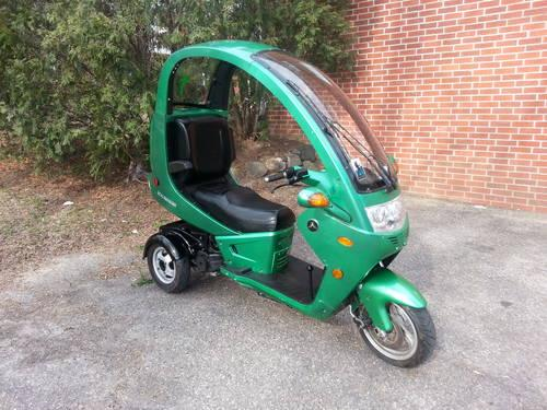 2011 auto moto enclosed scooter for sale in madison wisconsin classified. Black Bedroom Furniture Sets. Home Design Ideas