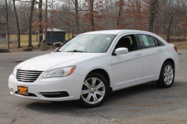 2011 chrysler 200 touring 4dr sedan for sale in black horse ohio classified. Black Bedroom Furniture Sets. Home Design Ideas