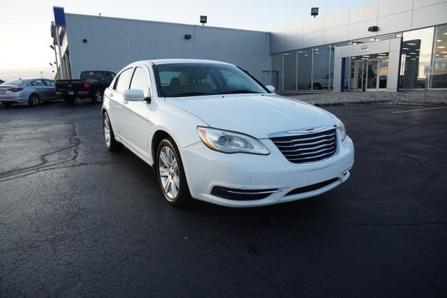 2011 chrysler 200 touring touring 4dr sedan for sale in fort wayne indiana classified. Black Bedroom Furniture Sets. Home Design Ideas