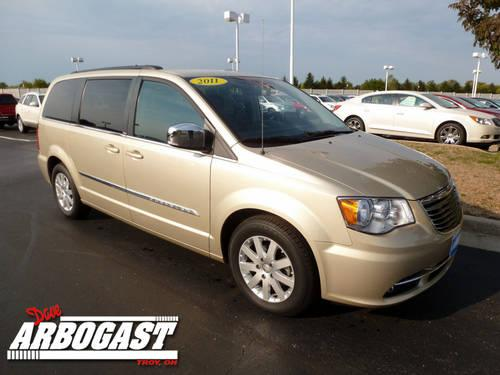 2011 chrysler town country mini van touring l for sale in troy ohio classified. Black Bedroom Furniture Sets. Home Design Ideas