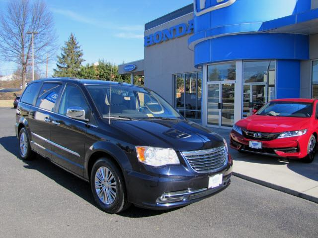 2011 chrysler town and country limited limited 4dr mini van for sale in roanoke virginia. Black Bedroom Furniture Sets. Home Design Ideas