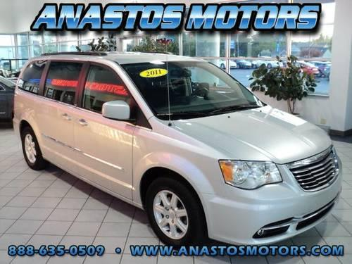 2011 chrysler town and country van touring 4dr mini van for sale in kenosha wisconsin. Black Bedroom Furniture Sets. Home Design Ideas