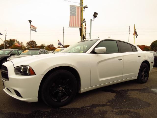 2011 Dodge Charger 4dr Car SE