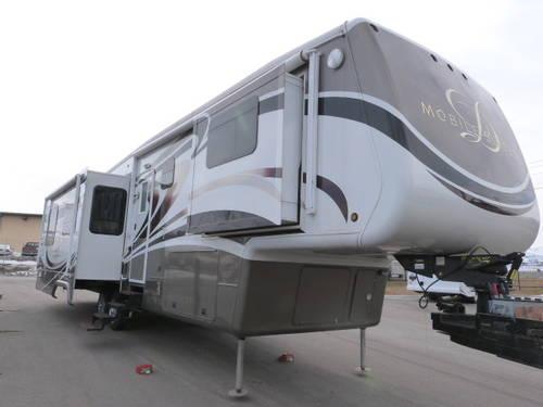 2011 Drv Luxury Suites Mobile Suites 38 Resb3 Fifth Wheel