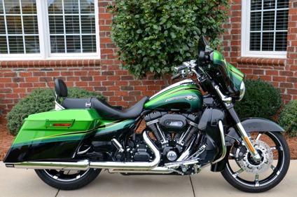 2011 Harley Davidson CVO Street Glide FLHXSE2 Screamin Eagle