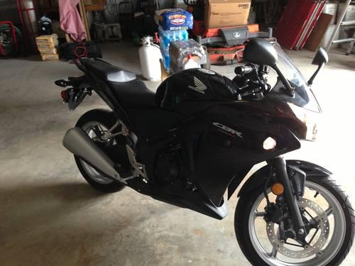 2011 Honda CBR 250R MINT CONDITION- Only 230 Miles!!!!!