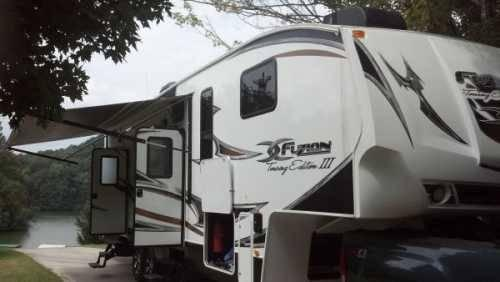 2011 Keystone Fuzion Touring Edition Iii 5th Wheel Toy Hauler In Green For Sale In Greenback