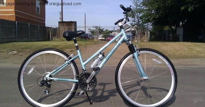 ... Schwinn Avenue Hybrid Bike - (Modesto for sale in Modesto, California