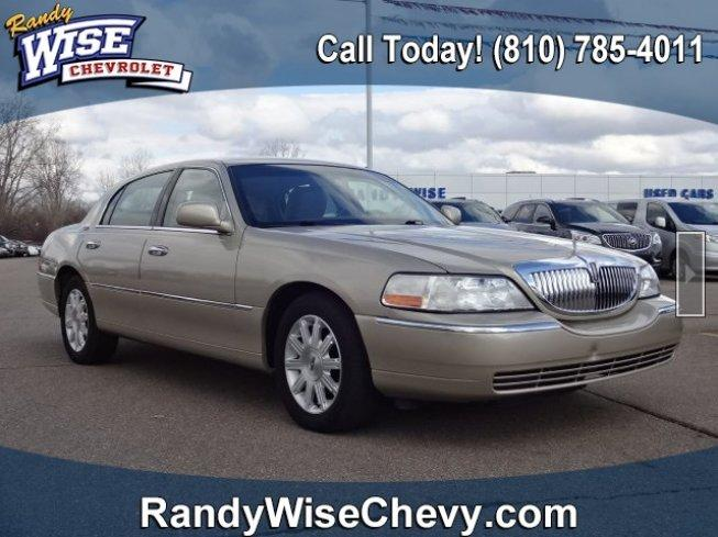 2011 Lincoln Town Car Signature Limited For Sale In Flint Michigan