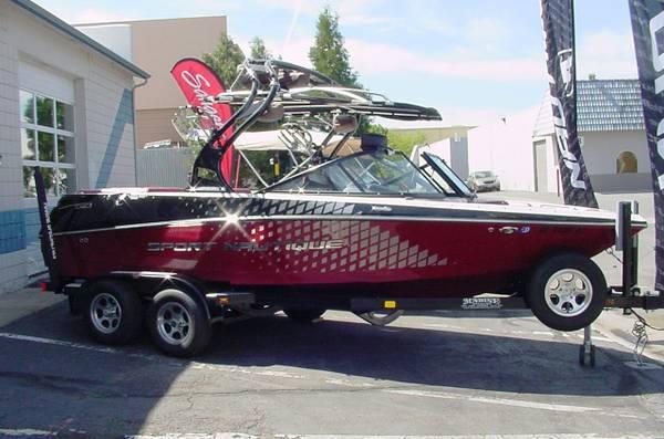 2011 Sport Nautique 200 -Cross-Over Boat