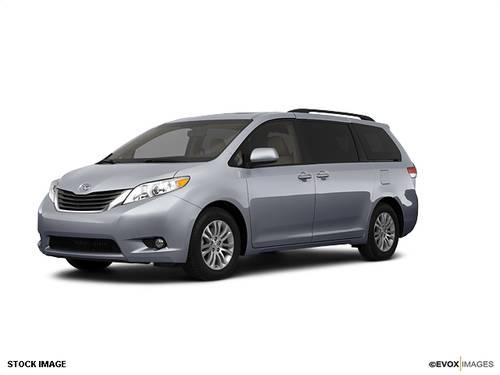 2011 toyota sienna mini van awd for sale in nashua new hampshire classified. Black Bedroom Furniture Sets. Home Design Ideas
