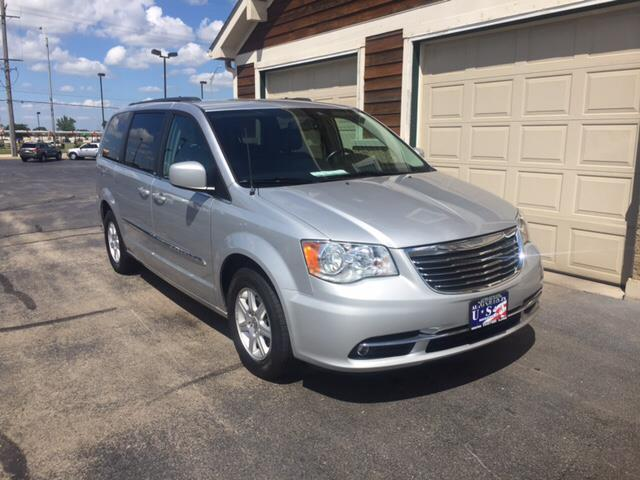 2012 chrysler town and country touring l touring l 4dr mini van for sale in rockford illinois. Black Bedroom Furniture Sets. Home Design Ideas