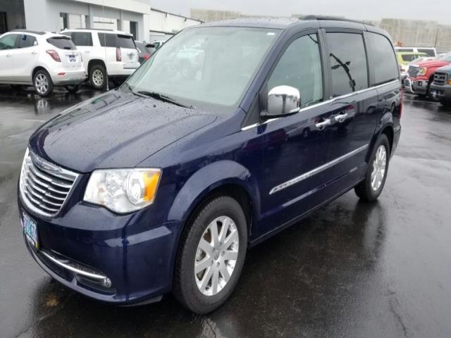 2012 chrysler town and country touring l touring l 4dr mini van for sale in gresham oregon. Black Bedroom Furniture Sets. Home Design Ideas