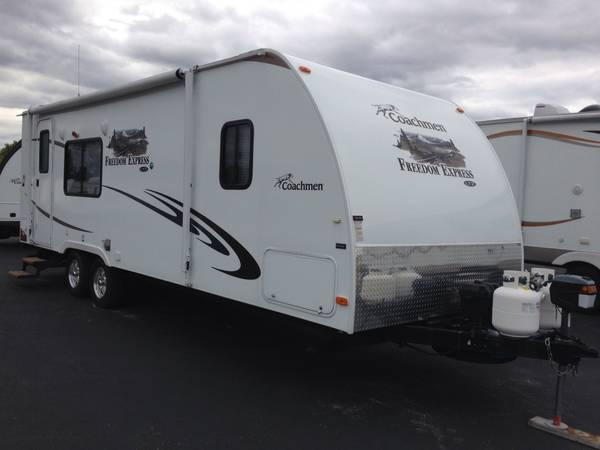 2012 coachman 24' camper with slide out - $17999
