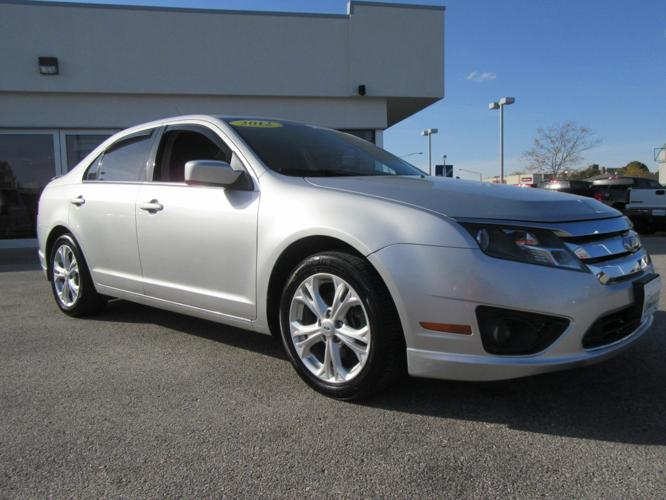 2012 ford fusion se se 4dr sedan for sale in dubuque iowa classified. Black Bedroom Furniture Sets. Home Design Ideas