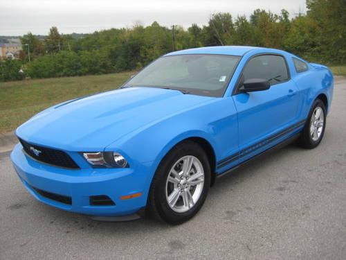 2012 Ford Mustang V6 Over 30 Mpg Hwy Only 8 000 Miles For