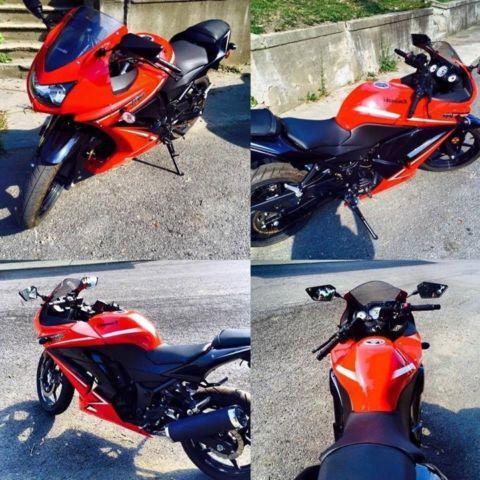 2012 Kawasaki Ninja 250-R - 650 Original Miles - Red/Black Garage