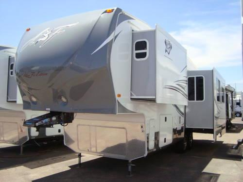 2013 Arctic Fox 29 5t Silver Fox Edition 5th Wheel Step