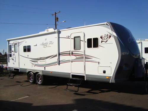 2013 Arctic Fox 30u Silver Fox Edition All Season Travel