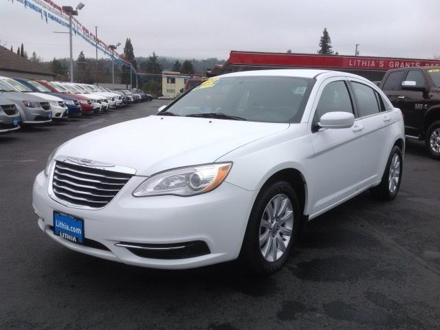 2013 chrysler 200 4dr sedan touring touring for sale in grants pass oregon classified. Black Bedroom Furniture Sets. Home Design Ideas