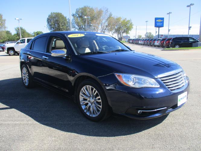2013 chrysler 200 limited limited 4dr sedan for sale in dubuque iowa classified. Black Bedroom Furniture Sets. Home Design Ideas