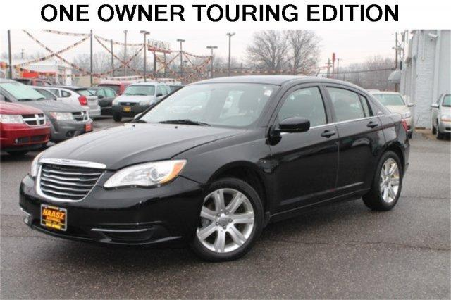 2013 chrysler 200 touring 4dr sedan for sale in black horse ohio classified. Black Bedroom Furniture Sets. Home Design Ideas